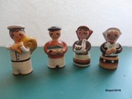 4 Petits Personnages En Ceramique : Le Boulanger, Le Poissonnier, La Volaillère Et La Marchande D'habits - No Firmada