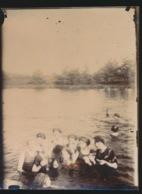 FOTO + - 11 X 8 CM  JAREN 1915 A 1925  LIJMREST ACHTERAAN - Personnes Anonymes