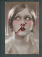 Superbe Portrait De Femme  Photo Colorisée à La Main. N°131.  Photographe  J.  Mandel, Paris.   Année 1929. 2 Scan - Illustrateurs & Photographes
