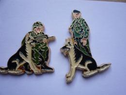 2 Pin S ARMEE MILITAIES CHIENS Tbq - Militaria