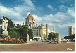 LISIEUX - La Basilique - Voiture : Citroen DS - Peugeot - Lisieux