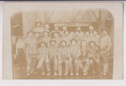 CARTE PHOTO : MINES DE BRUAY - GROUPE DE MINEURS AVANT DE DESCENDRE DANS LA MINE - ECRITE DE BRUAY EN 1906 - 2 SCANS - - Mines
