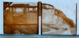 Plaque De Verre - 2 Vues - Lieu à Identifier - Construction D'un Pont ?? - Falaises - Glasdias