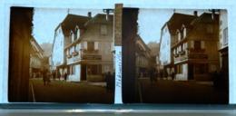 Plaque De Verre - 2 Vues - Ribeauvillé - Une Rue Commerçante - Animée - Glass Slides