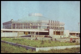 RUSSIA, OMSK (USSR, 1979). BUILDING OF STATE CIRCUS. Unused Postcard - Cirque