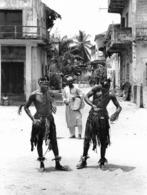 Photo Côte D'Ivoire. Grand Bassam, Danseurs De Rue Années 1990 Photo Vivant Univers - Afrique