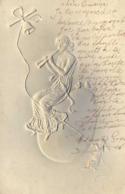 Illustrateur Jeune Femme Jouant De La Musique Cloche  Silhouette Gauffrée RV - Femmes