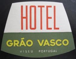 HOTEL PENSAO RESIDENCIAL PENSION POUSADA GRAO VASCO VISEU DECAL STICKER LUGGAGE LABEL ETIQUETTE AUFKLEBER PORTUGAL - Etiketten Van Hotels