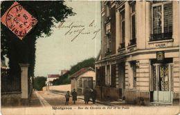 CPA MONTGERON - Rue Du Chemin De Fer Et La Poste (488903) - Montgeron