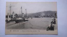 Carte Postale  ( AA5 ) Ancienne De Honfleur , Le Bateau Du Havre Dans Les Jetées - Honfleur