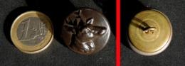 Ancien Bouton De Chasse Vénerie En Laiton Bruni : Tête De CERF - Buttons
