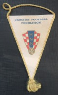 HNS CROATIAN FOOTBALL FEDERATION PENNANT CROATIA FRANCE 98 COUPE DU MONDE OLD PENNANT, SPORTS FLAG - Apparel, Souvenirs & Other