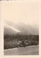 MOTO : à Définir : Moto Chargée à L'arrét Au Bord D'une Route De Montagne ( Format 12,5cm X 9cm ) - Ciclismo