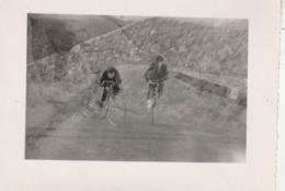 SAINT PERAY - Ardèche : Cyclistes à La Descente Du Pin - 1953 - ( Format 11cm X 8cm ) - Ciclismo