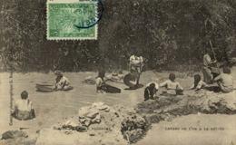 MADAGASCAR. Lavage De L'Or à La Battée - Madagascar