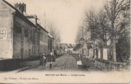 77 St-CYR-sur-MORIN  La Racroche - Francia