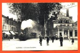 """CPA 17 Saintes """" L'avenue Gambetta """" Train - Saintes"""