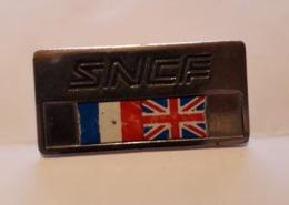 BO PINCE CRAVATTE ? BADGE ? No Pin's SNCF Eurotunnel (Tunnel Sous La Manche) The Channel Tunnel - TGV