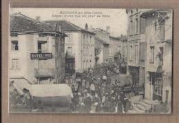 CPA 43 - RETOURNAC - Aspect D'une Rue Un Jour De Foire - TB PLAN TB ANIMATION CENTRE VILLAGE Marché Stands - Retournac