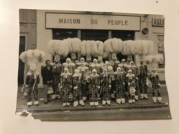 Photo Ancienne Les Gilles Les Réveillés Président DIERICK Godarville (Maison Du Peuple) - Anonyme Personen