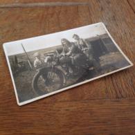MOTORRAD - MOTORCYCLE-OLDTIMER - BIG SISTER WITH BROTHERS - GROSSE SCHWESTER MIT BRUEDERN - Oggetti