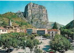 CASTELLANE - La Place Et Notre Dame Du Roc - Voiture : Citroen DS - Castellane
