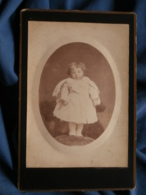 Photo Format Cabinet  Jeune Enfant Blond Frisé Debout Sur Un Fauteuil (Adulte Tenant L'enfant Visible)  CA 1890 - L469 - Old (before 1900)