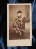 Photo CDV Anonyme - Jeune Enfant Debout Sur Une Chaise, Robe, Guêtres, Second Empire,  Circa 1860 L470 - Old (before 1900)