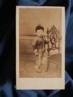 Photo CDV Anonyme - Petit Garçon, Chapeau à La Plume, Guêtres, Second Empire,  Circa 1860 L470 - Old (before 1900)