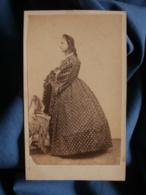 Photo CDV Provost à Toulouse - Jeune Femme En Pied De Profil, Robe à Crinoline à Pois, Second Empire Circa 1865 L470 - Old (before 1900)