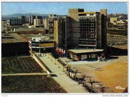 Carte Postale  69. Vaux-en-Velin  Centre Commercial Et Cité HLM - Vaux-en-Velin