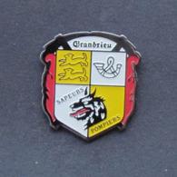 1 Pin's Sapeurs Pompiers De GRANDRIEU (LOZERE - 48) - Firemen