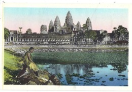 CPSM - Cambodge - Bonze En Méditation Devant Angkor Vat - Cambodge