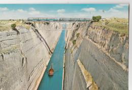CORINTHE (Grèce). L'Isthme De Corinthe. Le Canal (Bateau). Le Pont Ferroviaire Avec Train - Grèce