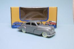 American Dimestore - VOITURE PLASTIQUE SEDAN Gris Jouet Vintage 30084 Neuf 1/43 - HotWheels