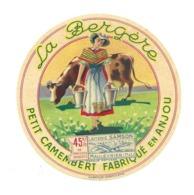 ETIQUETTE De FROMAGE. Petit CAMEMBERT Fabriqué En ANJOU..La Bergère..Laiterie SANSON à MAULEVRIER ( 49)...2 Scans - Cheese