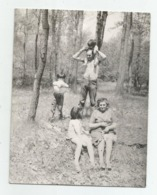 Man,Woman,Boys,Girl In Nature  A413-253 - Personnes Anonymes