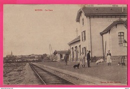 CPA (Ref: Z 2109) MOYEN (MEURTHE & MOSELLE) La Gare (animée Avec Cochon Et Chien) - Altri Comuni