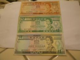 FIJI   -   1  -  2  -   5  DOLLARS   .  RARE    3    BILLETS     SET  -  BARNES  SIGNATURE   -  HIGH GRADE - Fiji