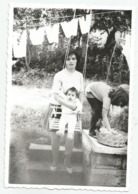 Woman,Baby And Girl When Washing A395-253 - Personnes Anonymes