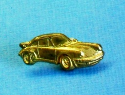 1 PIN'S //  ** PORSCHE 911 CARRERA RS / DORÉE / '3D ** - Porsche