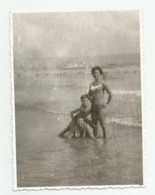 Women And Boy On The Beach A375-253 - Personnes Anonymes