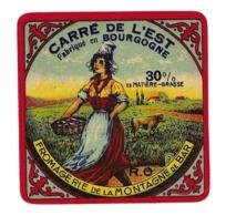 ETIQUETTE De FROMAGE. CARRE De L'EST Fabriqué En BOURGOGNE..Fromagerie De La MONTAGNE De BAR - Cheese