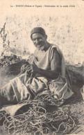 Thème  Métiers . Tapisserie.Tannerie. Soie  Maroc Fabricant De Corde D'Alfa        (voir Scan) - Artisanat