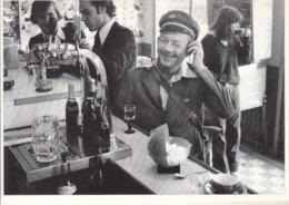 LES CLAYES SOUS BOIS - Café Des Glycines 1980  Un Facteur - Photographie J-M  CRESTO - Les Clayes Sous Bois