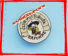 Pin's Club Et Pena POTTOROAK, Anciens Aviron Bayonnais , Rugby Et Chorale - Rugby