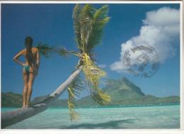 POLYNÉSIE FRANÇAISE - BORA BORA  Femme  Seins Nus De Dos Avec Timbres - Polynésie Française