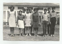 Girls And Boys Pose For Photo  A358-253 - Personnes Anonymes