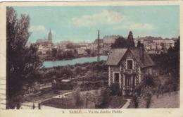 72. SABLE SUR SARTHE. CPA COLORISÉE . SABLE VU DU JARDIN PUBLIC. ANNEE 1933 + TEXTE - Sable Sur Sarthe