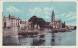 72. SABLE SUR SARTHE. CPA COLORISÉE . L'EGLISE ET LA SARTHE. ANNEE 1933 + TEXTE - Sable Sur Sarthe